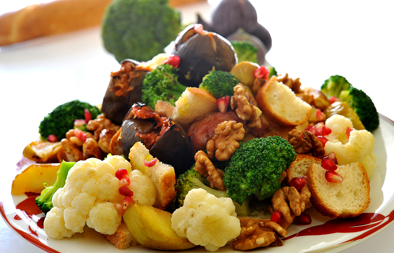 سلطة فاكهة وخضروات دافئة