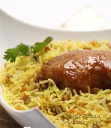 الأرز بالدجاج و ثلاثة ألوان من العدس