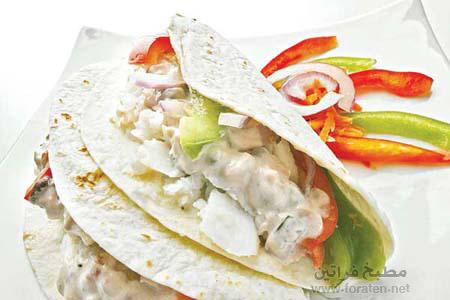شطائر السمك مع صلصة وعجينة تاكو المكسيكية
