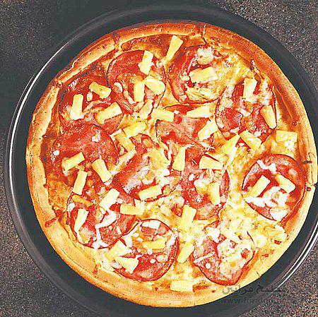 البيتزا بالموزاريللا والبندورة
