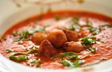 كبة سمك في شوربة طماطم