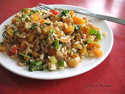 الأرز الأسمر مع التونة واللوبياء