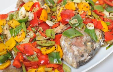 سمك مقلي مع صلصة الفلفل والبهارات