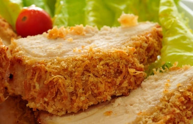 صدور دجاج بجين البارمازان مع صلصة الأنشوجة والمسترد