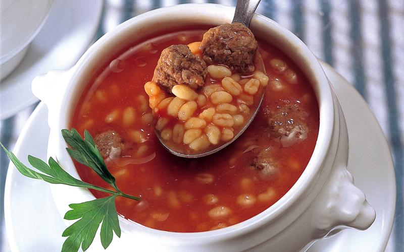 حساء كرات اللحم مع قمح إبلي